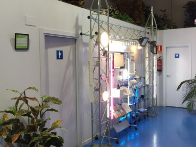 Expositor con iluminación LED 1