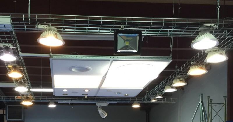 Expositor con iluminación LED 3